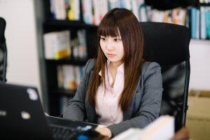 技術・人文知識・国際業務ビザと技能ビザの違いは?